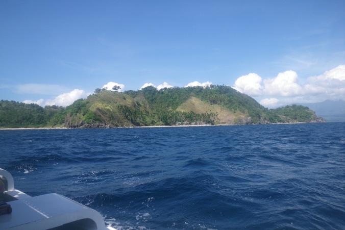 Approaching Apo Island